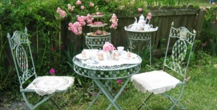 Outdoors-Tea-Party-700x325